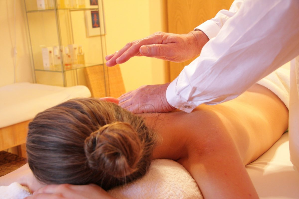 thérapeute-massage-earthing-mise-a-la-terre
